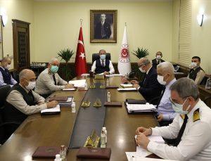 Milli Savunma Bakanı Akar, komutanlarla çevrim içi toplantı yaptı