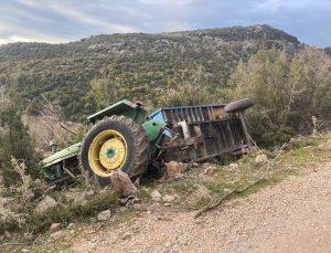 Muğla'da durdurmaya çalıştığı traktörün devrilmesi sonucu altında kalan sürücü yaşamını yitirdi