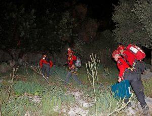 Muğla'da kayalıklardan düşen kişi 4 saatte kurtarıldı