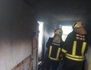 Muğla'da yanan evde mahsur kalan kişi kurtarıldı