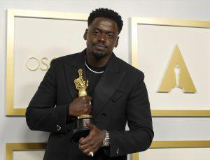 """GÜNCELLEME – Oscar'da en iyi film ödülünü """"Nomadland"""" kazandı"""