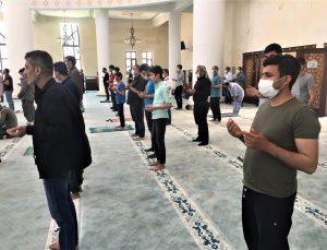 Şanlıurfa'da kuraklığa karşı cuma namazı sonrası yağmur duası yapıldı