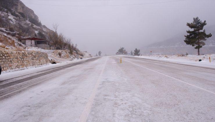 Sertavul Geçidi tipi ve buzlanma nedeniyle ulaşıma kapandı