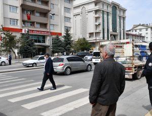 Sivas'ta karantinada olması gereken Kovid-19 temaslısı bankada yakalandı