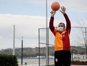 Sporla yüzü gülen zihinsel engelli Mert'in hayali Galatasaraylı futbolcularla tanışmak
