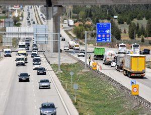 """""""Tam kapanma"""" öncesi 43 ilin geçiş noktası """"Kilit kavşak"""" Kırıkkale'de yoğunluk başladı"""