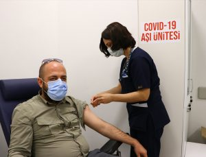 Edirne, Kırklareli ve Tekirdağ'da basın mensuplarının ilk doz Kovid-19 aşıları uygulanmaya başlandı
