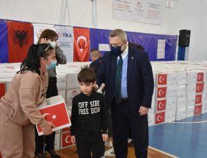 TİKA, Arnavutluk'taki ihtiyaç sahibi yetim ailelere ramazan yardımı yaptı