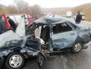 Tokat'ta 3 aracın karıştığı trafik kazasında bir kişi öldü, iki kişi yaralandı