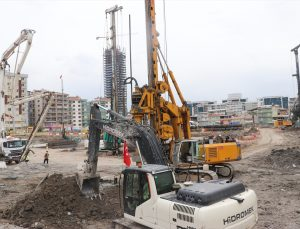 TOKİ Başkanı Ömer Bulut, İzmir'de depremzedeler için yapılan konut inşaatlarını inceledi