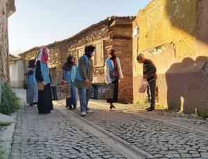 TÜGVA İzmir, ramazan ayında ihtiyaç sahiplerine yardımlarını sürdürüyor