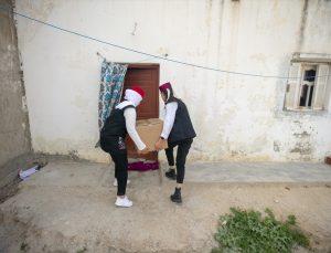 Tunuslu gönüllüler ramazanda yerel ürünlerle ihtiyaç sahiplerinin yardımına koşuyor