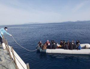 Türk kara sularına itilen 137 sığınmacı kurtarıldı