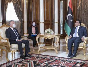 Türkiye'nin Trablus Büyükelçisi Yılmaz, Libya Başkanlık Konseyi Başkanı el-Menfi'ye güven mektubunu sundu