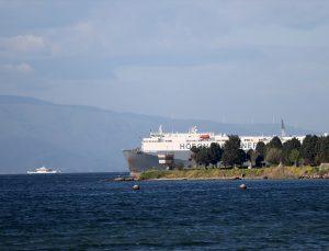 Tuzla'da karaya oturan geminin kurtarılması için keşif çalışmasına başlandı