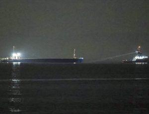 GÜNCELLEME – Yük gemisi İstanbul Boğazı'nda makine arızası yaptı
