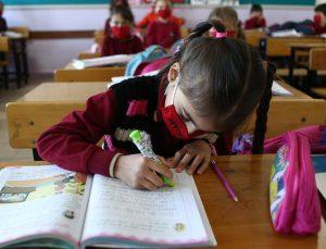 Milli Eğitim Bakanı Selçuk: İlkokul öğrencilerimiz için haftada iki gün yüz yüze eğitime başlıyoruz