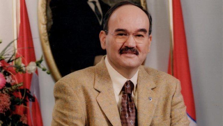 Dr. Burhan Özfatura hayatını kaleme aldı.