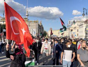 Almanya'da İsrail'in Filistin'e yönelik saldırıları protesto edildi