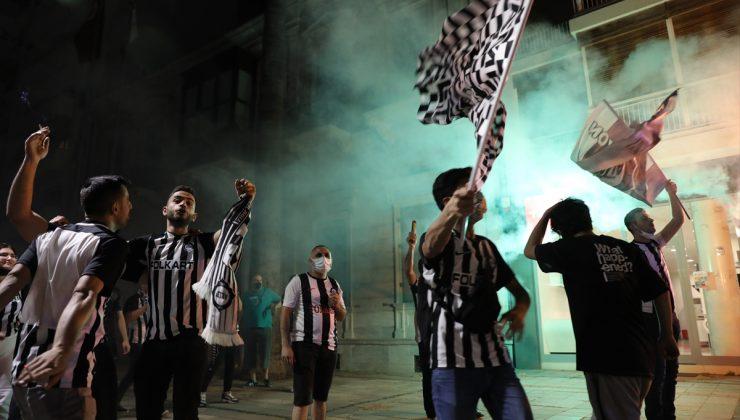 Altaylı taraftarlar, takımlarının Süper Lig'e çıkmasını kutladı