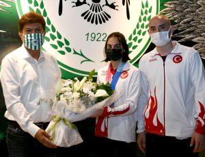 Avrupa Şampiyonası'nda gümüş madalya kazanan milli cimnastikçi Elif Çolak'tan Konyaspor Kulübüne ziyaret