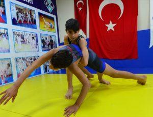 Avrupa'da mindere çıkacak genç şampiyon İslam Turan, Taha Akgül'ü örnek alıyor