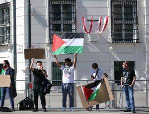 Avusturya'da devlet binalarında İsrail bayrağına yer verilmesi protesto edildi