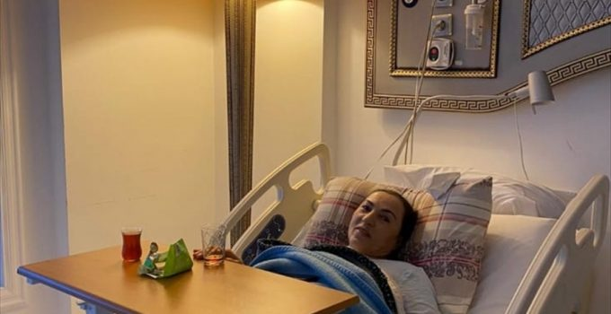 Aydın'da bir kadının ameliyat esnasında karnında unutulan makas operasyonla çıkarıldı