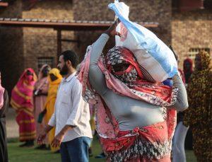 Aziz Mahmud Hüdayi Vakfı Sudan'da 200 gıda kolisi dağıttı