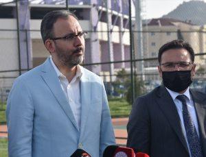 """Bakan Kasapoğlu: """"Ekstrem, su ve kış sporlarıyla her alanda inşallah Afyonkarahisar bir spor destinasyonu olacak"""""""