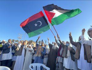 Bayram namazı için toplanan Libyalılar İsrail saldırılarını protesto etti