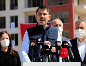 Çevre ve Şehircilik Bakanı Murat Kurum, Elazığ'da deprem konutlarında incelemelerde bulundu:
