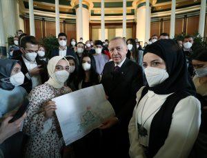 Cumhurbaşkanı Erdoğan, gençlerle buluştu: