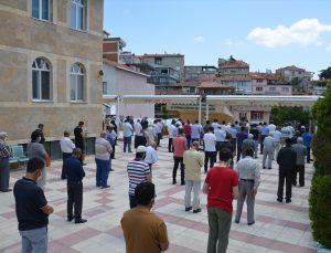 Demirci'de hayatını kaybeden Filistin ve Doğu Türkistanlılar için gıyabi cenaze namazı kılındı