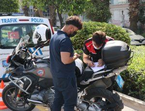 """""""Denetim, aşılama ve filyasyon"""" İzmir'deki Kovid-19 vakalarının azalmasında etkili oldu"""