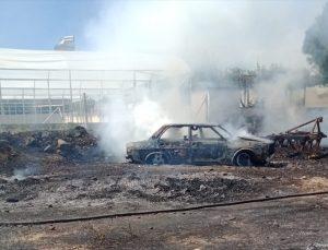 Denizli'de arsada çıkan ot yangınında bir otomobil kullanılamaz hale geldi