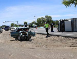 Denizli'de otomobille kamyonet çarpıştı: 1 ölü, 2 yaralı