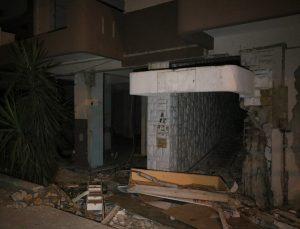 Depremde hasar gören binadan hırsızlık yaptığı iddia edilen kişi elektrik akımına kapılarak öldü