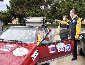 Dışişleri Bakan Yardımcısı Kaymakcı, Edirne Valisi Canalp'i ziyarete kullandığı ralli aracıyla gitti