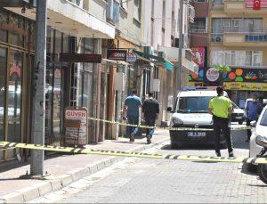 GÜNCELLEME – Eski eşi ve iki kişiyi tabancayla yaralayan şüpheli yakalandı
