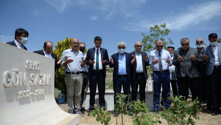 Eski Gümrük ve Tekel Bakanı Gün Sazak, Eskişehir'de kabri başında anıldı