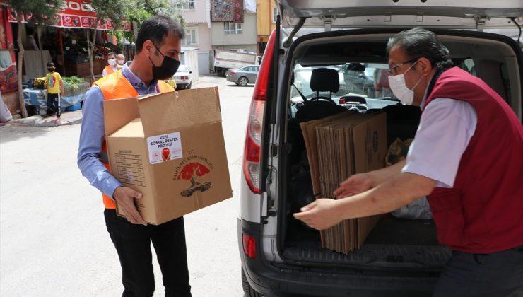 """Gaziantep'te """"Mahalle Esnafımla Vefa"""" projesiyle 65 yaş üstündekilere gıda paketi dağıtıldı"""