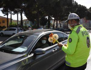 Germencik'te çiçekli trafik denetimi