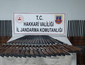 Hakkari'de gümrük kaçağı 100 av tüfeği ele geçirildi