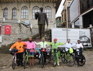 İranlı bisiklet tutkunları Karadeniz turunda Kastamonu'ya ulaştı