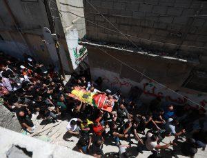 İsrail güçlerinin işgal altındaki Batı Şeria'da vurarak öldürdüğü Filistinli genç defnedildi