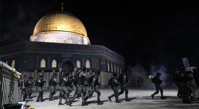 İsrail polisinin Mescid-i Aksa'ya müdahalesinde yaralananların sayısı 331'e yükseldi