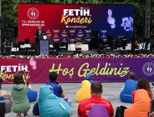Bakan Kasapoğlu, İstanbul'un fethinin 568. yıldönümü kutlamalarına katıldı: