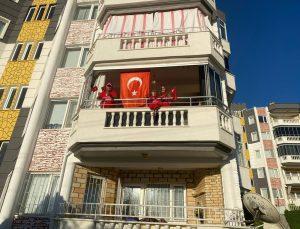 İzmir ve çevre illerde saat 19.19'da İstiklal Marşı okundu