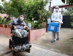 İzmir'de tam bağımlı, orta düzey ve ağır engellilere Kovid-19 aşısı yapılmaya başlandı